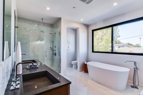 11000-Wrightwood-Pl-Studio-large-023-13-Master-Bath-1500x1000-72dpi-min